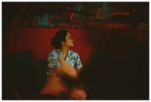 Photos gratuites de coussins, être assis, femme, femme asiatique