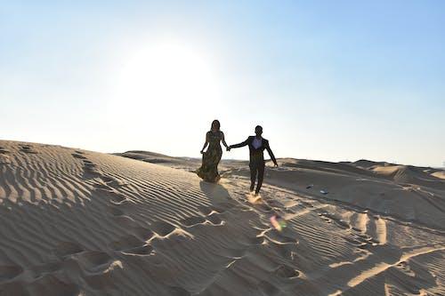 Ảnh lưu trữ miễn phí về cặp vợ chồng, cát, chụp ảnh, cồn cát