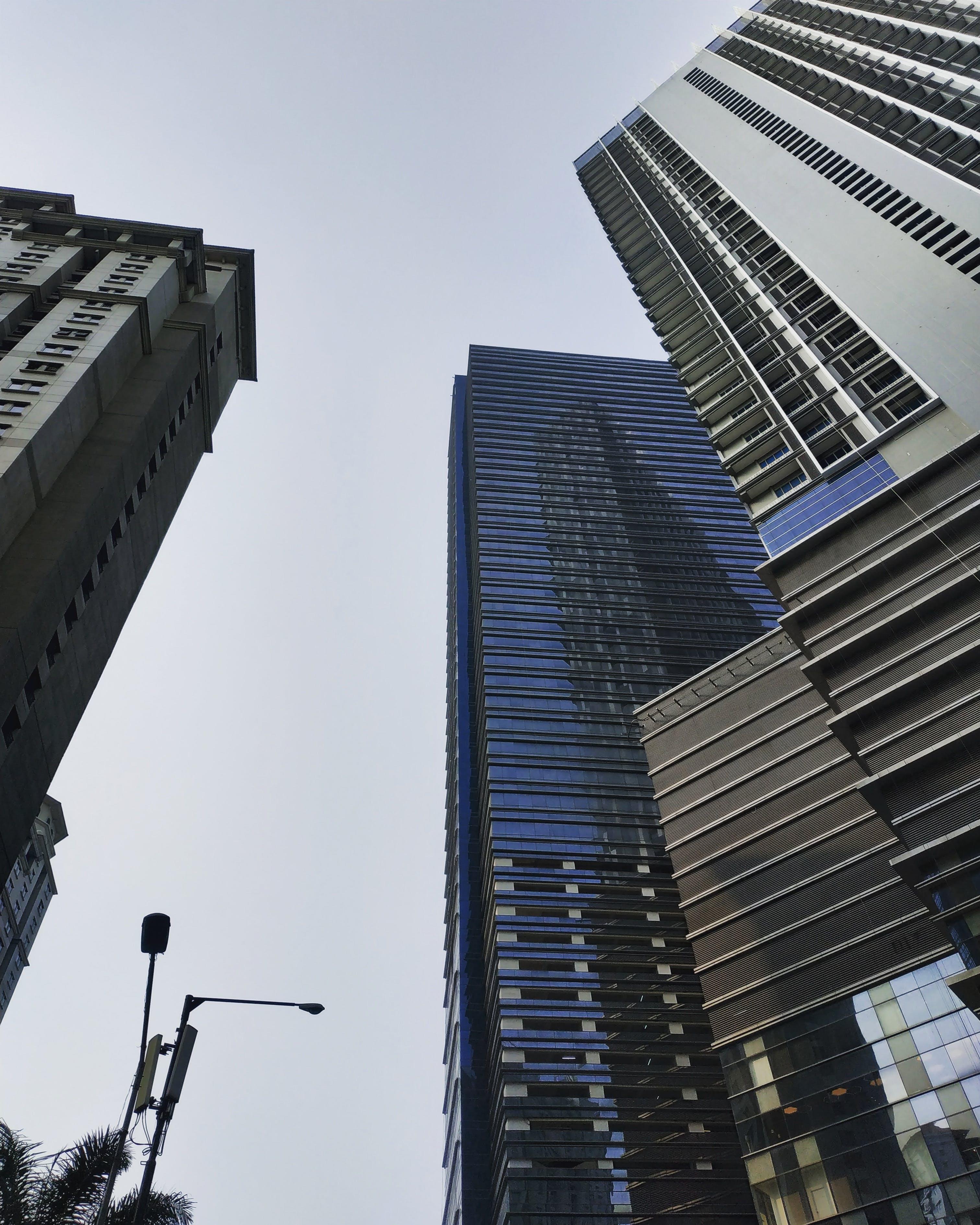 bakış açısı, binalar, camlar, dar açılı fotoğraf içeren Ücretsiz stok fotoğraf