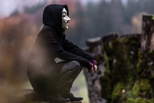 Бесплатное стоковое фото с вид сбоку, глубина резкости, куртка, маска