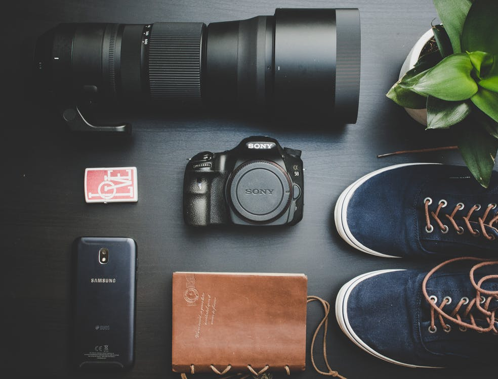 cámara, cuaderno, electrónica