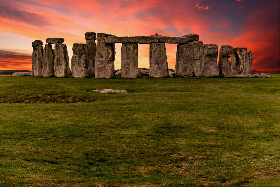 Anglia, emlékmű, este