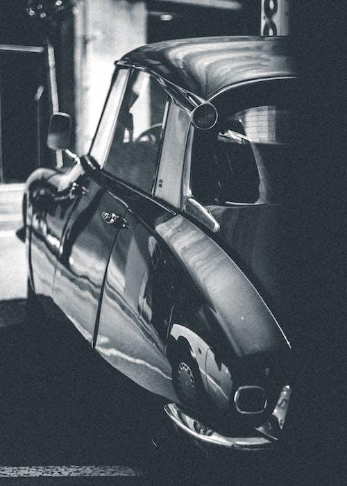 Foto d'estoc gratuïta de automòbil, blanc i negre, cotxe, cotxe antic
