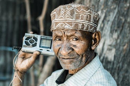 Foto stok gratis dii9c, mendengarkan, pria tua