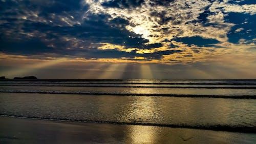 Безкоштовне стокове фото на тему «Захід сонця, промінь сонця»
