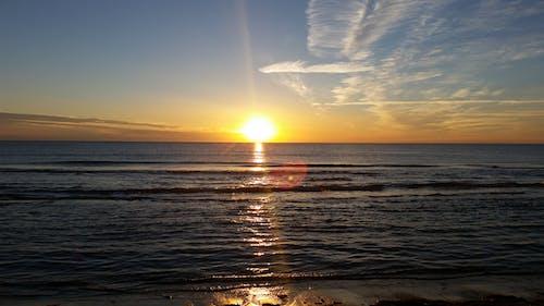 바다, 일몰, 해변, 황금빛 태양의 무료 스톡 사진