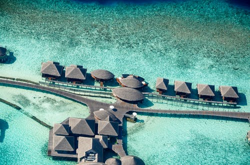 Foto profissional grátis de água, areia, beira-mar, chalés