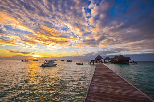 Gratis stockfoto met bij de oceaan, boten, dageraad, decor