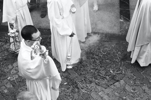 Základová fotografie zdarma na téma černobílý, církevní hudba, dospělý, kněz