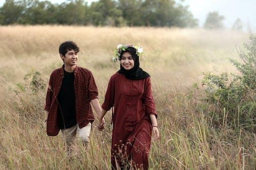 Безкоштовне стокове фото на тему «азіатська пара, веселий, вінок, Дівчина»