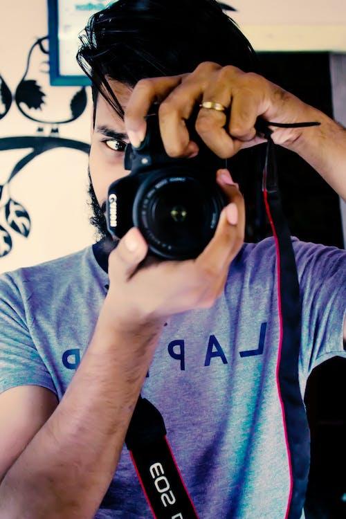 Kostenloses Stock Foto zu canon, erfassung, kamera, mann
