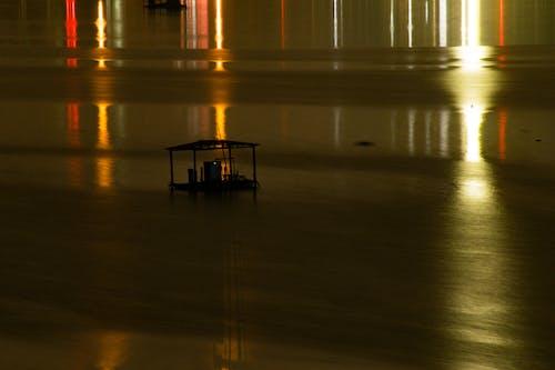 Безкоштовне стокове фото на тему «відображення світла, вуличні ліхтарі, човновий елінг»