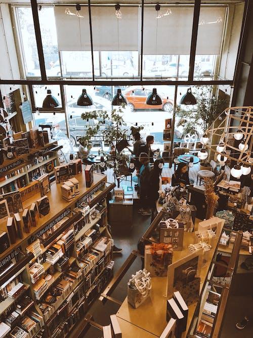 Gratis lagerfoto af boghandel, boghylde, bogreoler, boligindretning