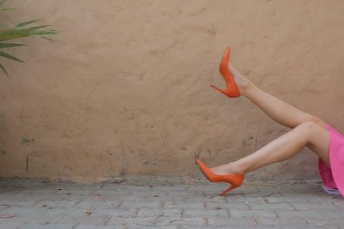Gratis lagerfoto af Ben, dame, fodtøj, fotosession