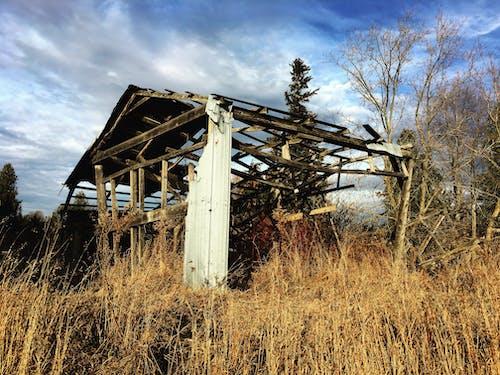 bozulmak, terk edilmiş, terk edilmiş bina içeren Ücretsiz stok fotoğraf