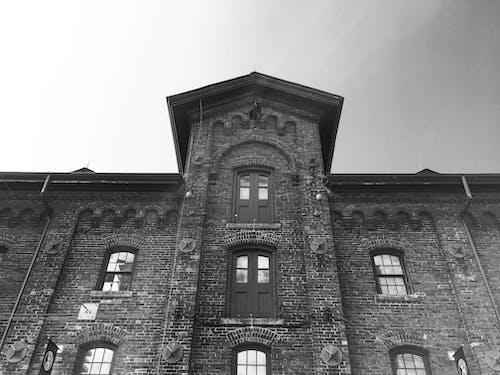 damıtım evi, eski bina, siyah ve beyaz içeren Ücretsiz stok fotoğraf