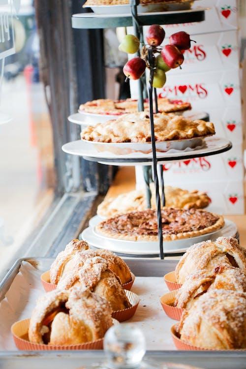 Gratis stockfoto met bakken, bakkerij, bord, cakeje