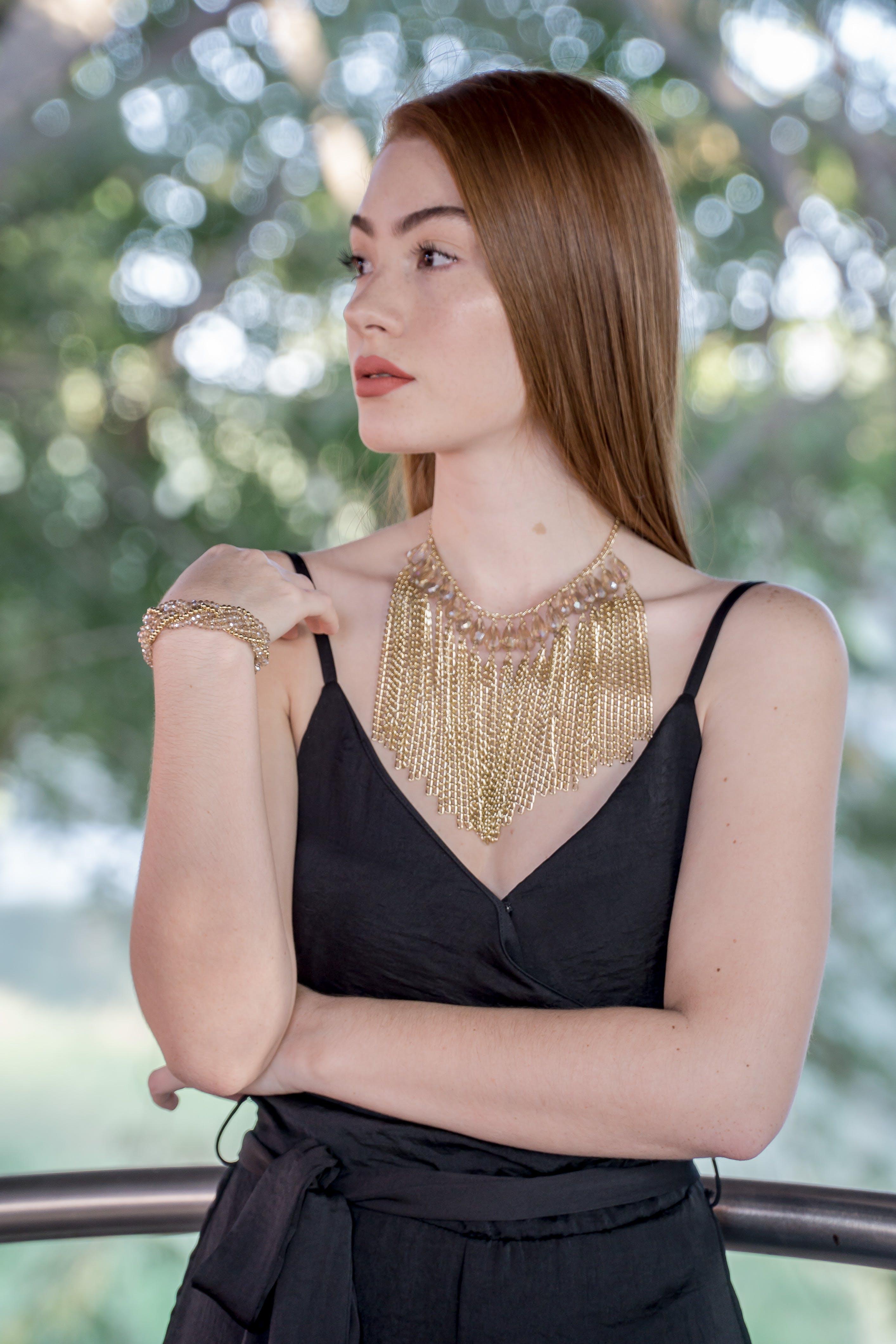 Kostenloses Stock Foto zu fashion, frau, halskette, hübsch