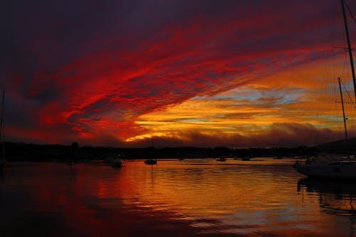 Gratis lagerfoto af bagbelyst, hav, havn, himmel