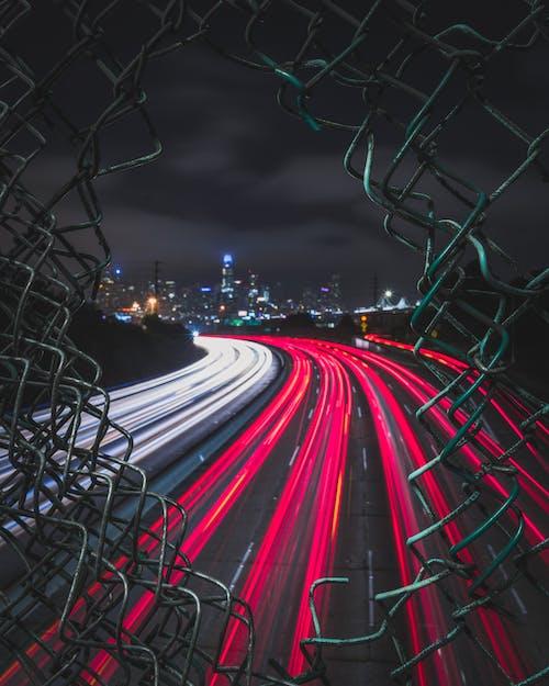 คลังภาพถ่ายฟรี ของ กลางคืน, กั้นรั้ว, การจราจร, การเคลื่อนไหว