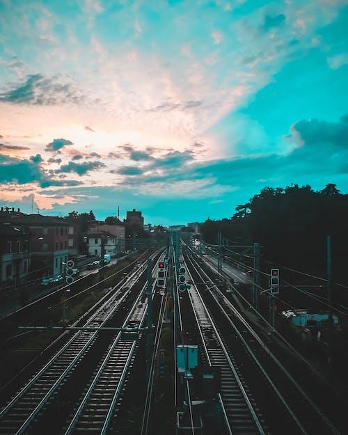 Fotos de stock gratuitas de desde arriba, entrenar, estación de tren, ferrocarril