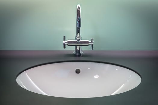 how to change top of the water sink tap
