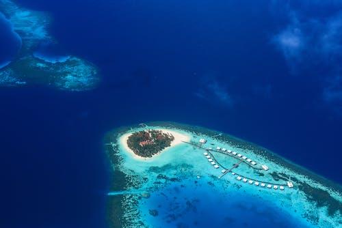 Darmowe zdjęcie z galerii z fotografia z drona, malowniczy, morze, nadmorski