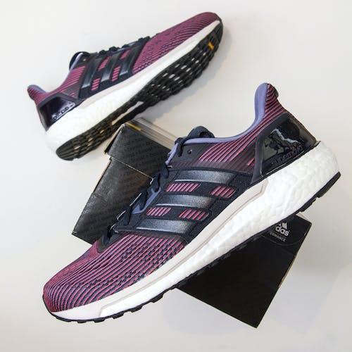 Základová fotografie zdarma na téma běžci, pár bot, purpurové boty, tenisky