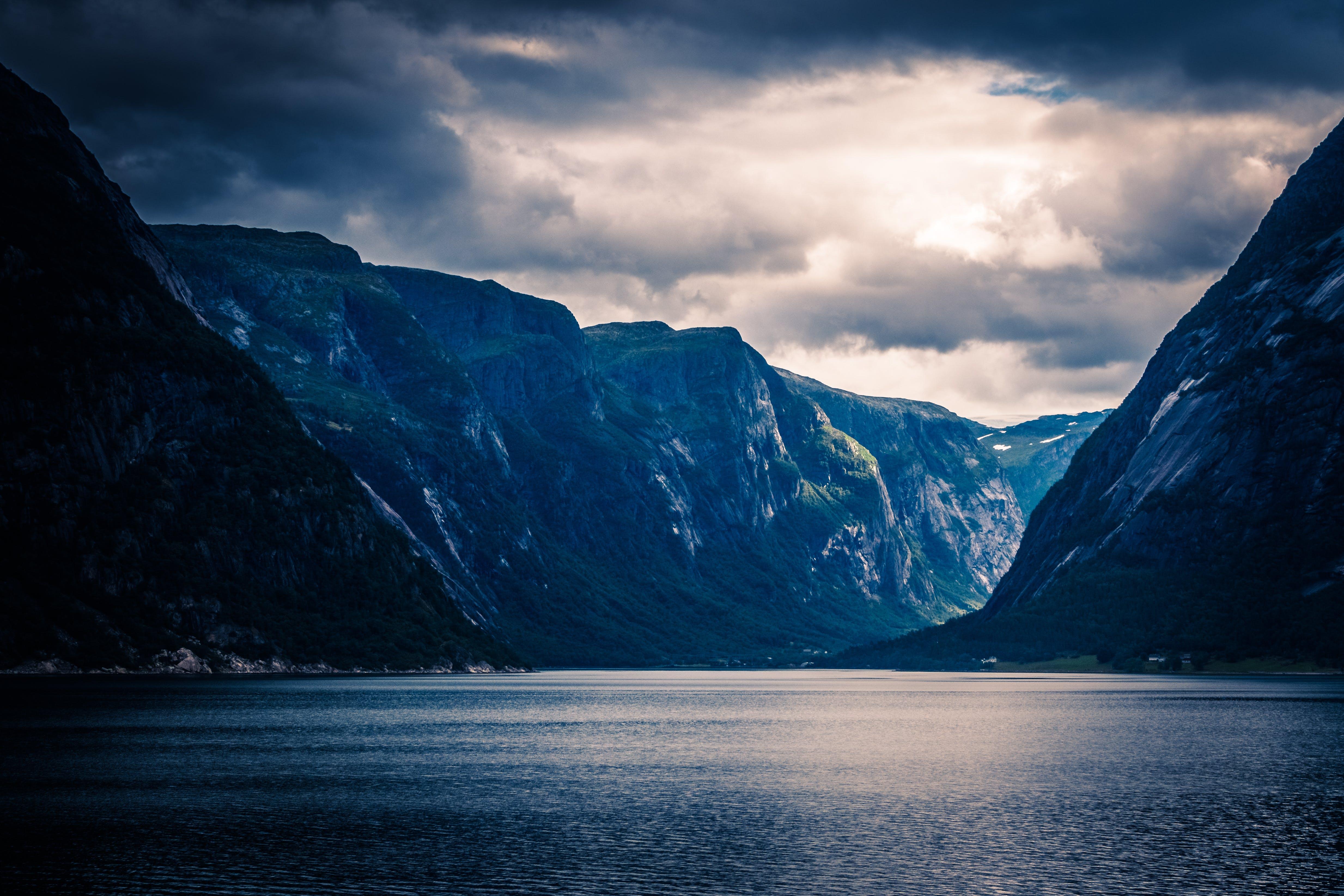Kostenloses Stock Foto zu berge, draußen, eisig, fjord