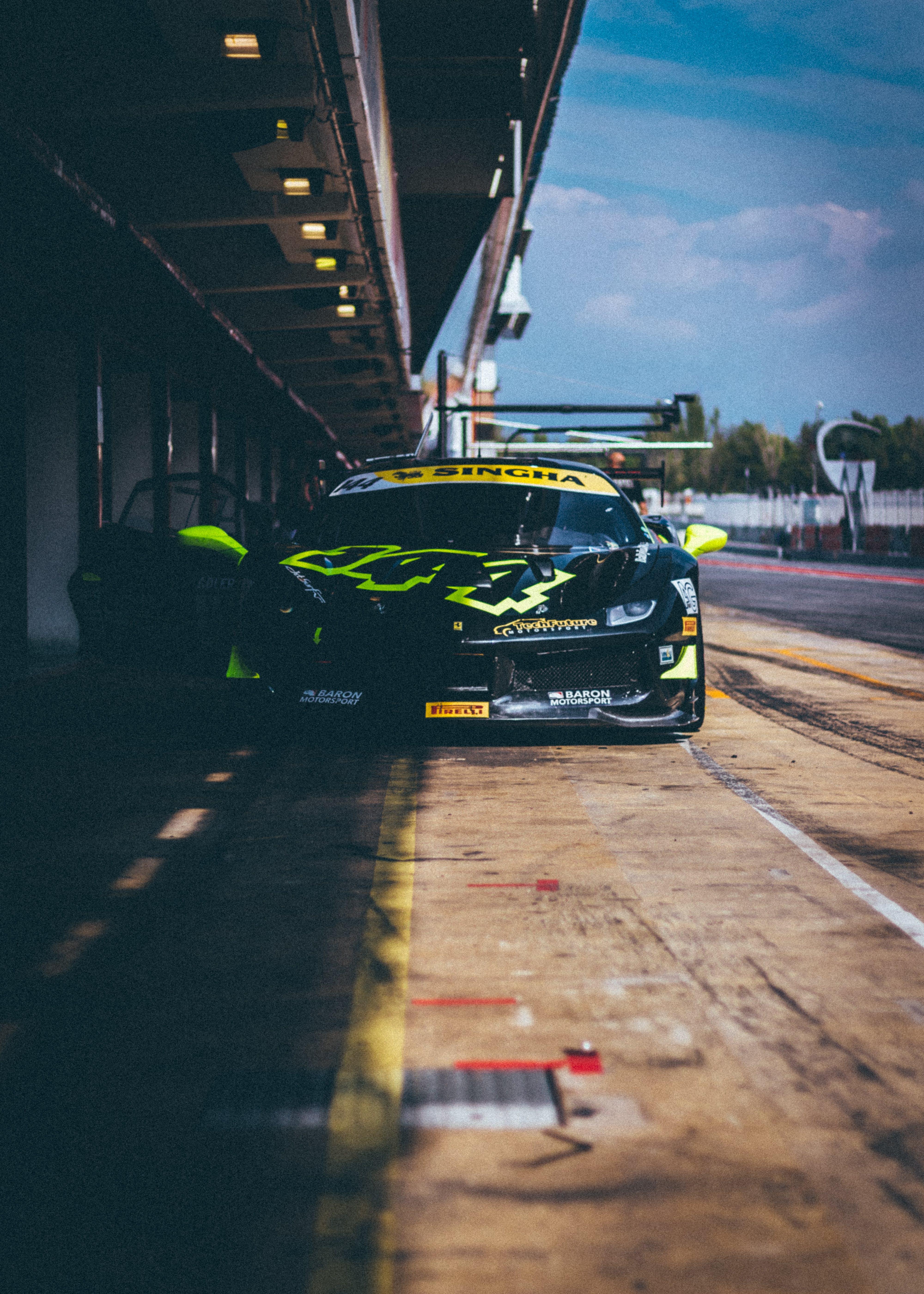 Foto profissional grátis de automobilismo, automóvel, calçamento, carro de corrida