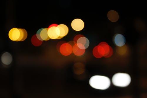 aydınlatılmış, bulanıklık, gece, ışıklar içeren Ücretsiz stok fotoğraf