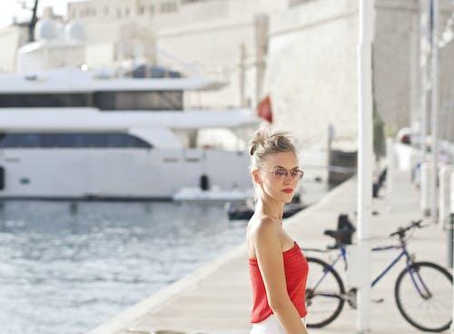 Foto d'estoc gratuïta de aigua, barques, bellesa, blanc