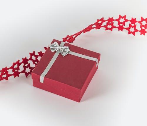 Ilmainen kuvapankkikuva tunnisteilla joulu, joulukoriste, joululahja, punainen
