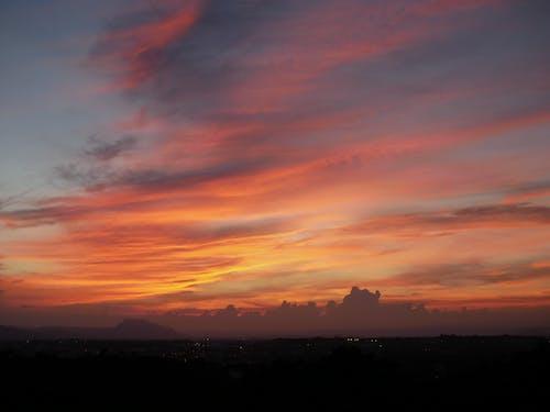 Gratis lagerfoto af appelsin, baggrund, by, himmel