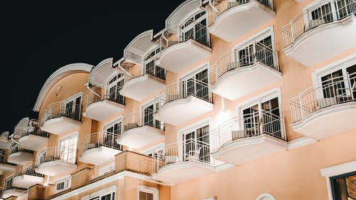 Fotobanka sbezplatnými fotkami na tému architektonický dizajn, architektúra, balkóny, budova