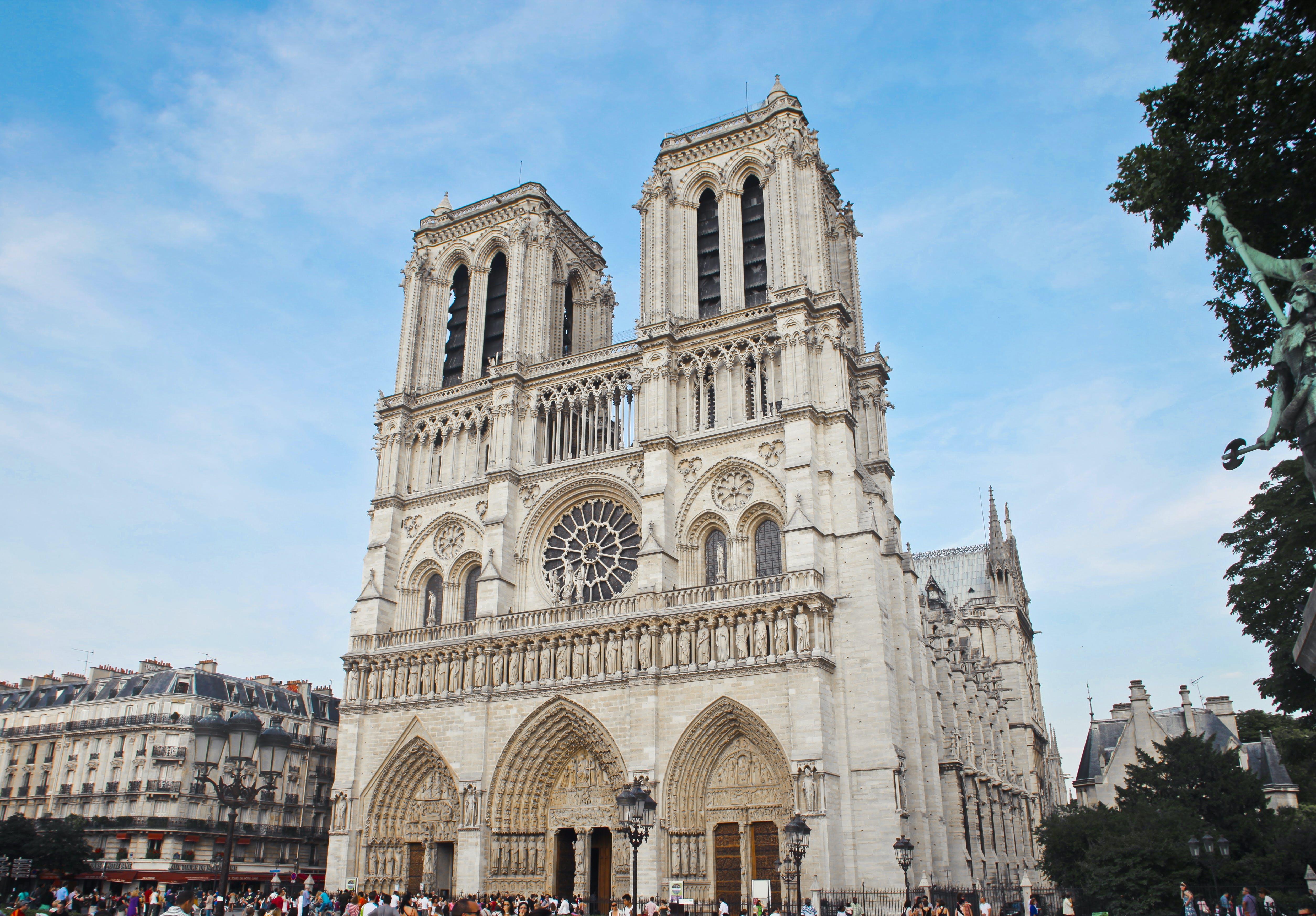 Aggiornamenti live: Fire at Notre Dame - CNN thumbnail