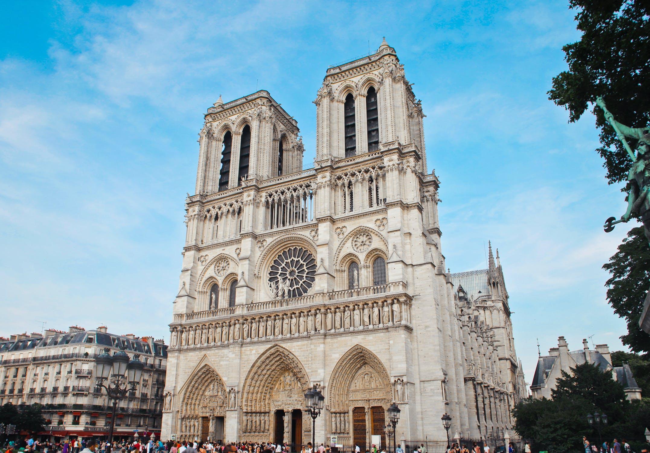 konteó összeesküvés gyújtogatás vallás terrorizmus kereszténység egyház Notre Dame