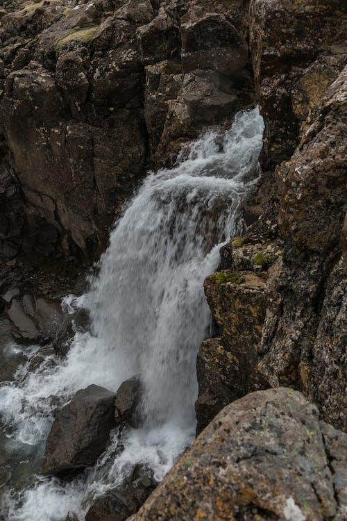 Δωρεάν στοκ φωτογραφιών με rock, βουνό, βράχος, βρεγμένος