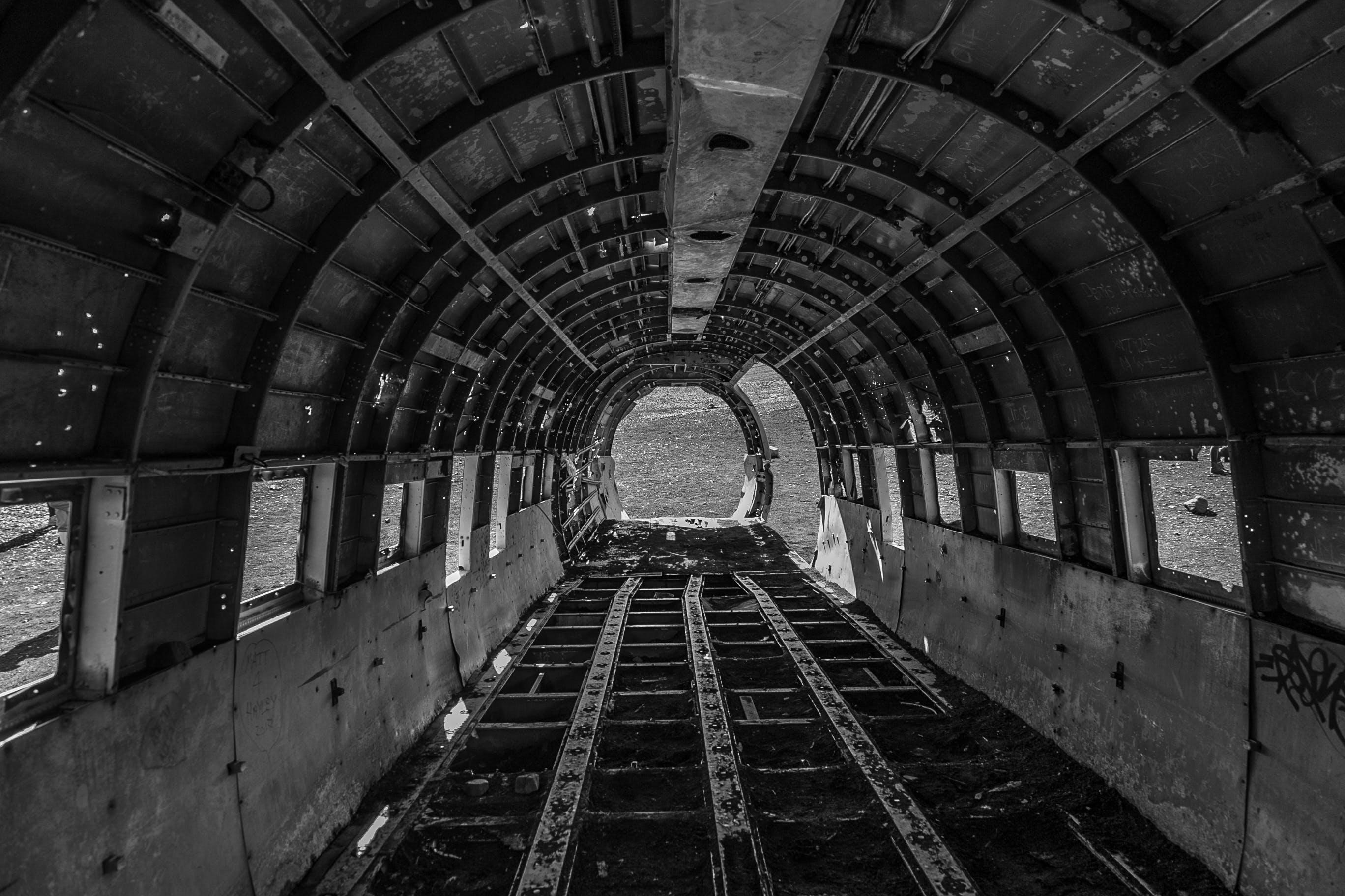 Fotos de stock gratuitas de abandonado, acero, adentro, aeronave