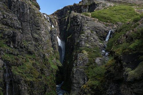 Kostenloses Stock Foto zu berge, felsen, felswand, fließen