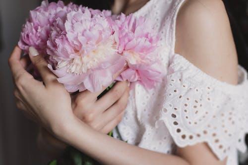 女人, 女孩, 綻放, 花 的 免费素材照片