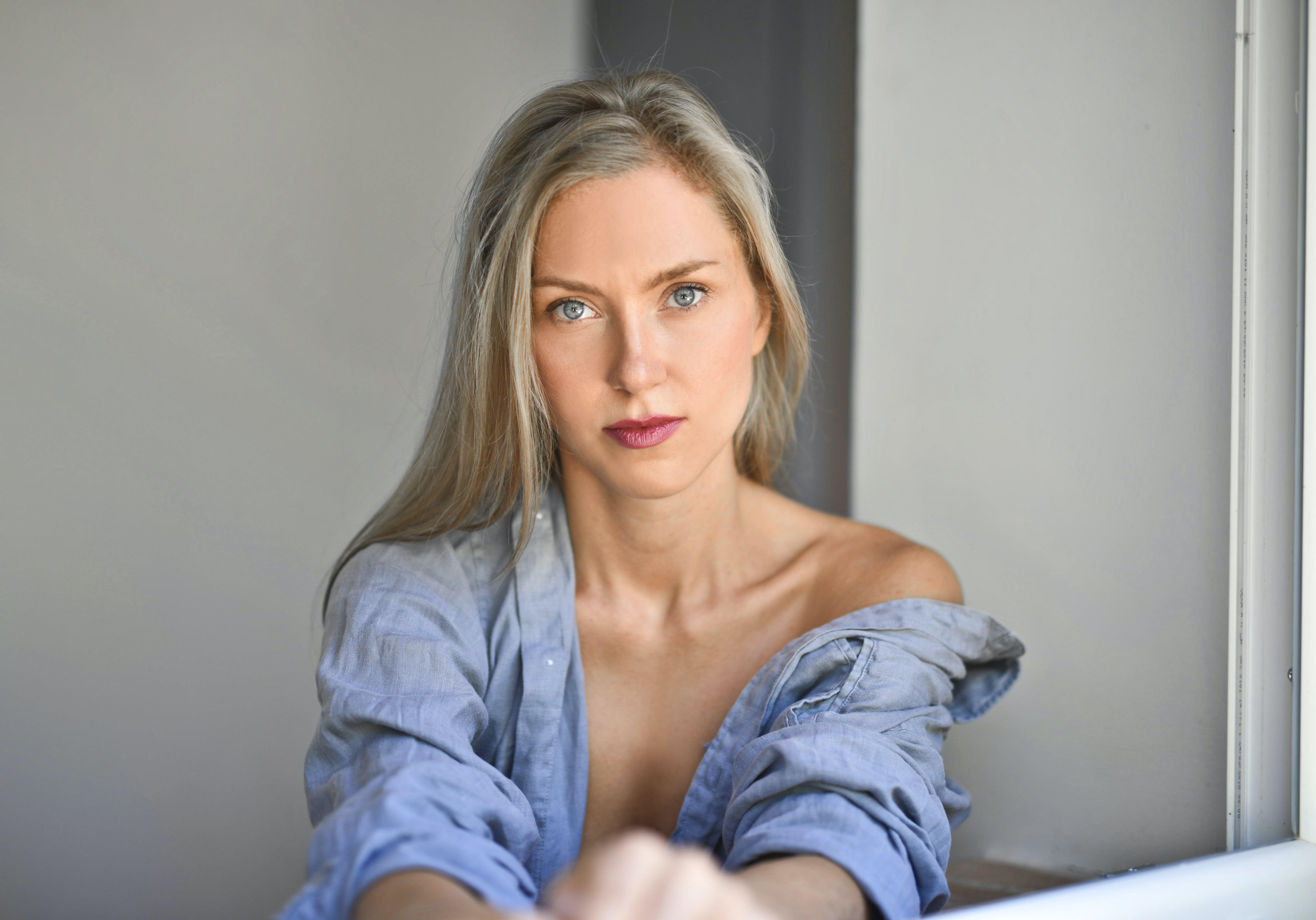 Woman Wearing Blue Chambray Long-sleeve Shirt T