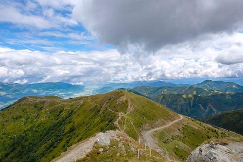 Foto profissional grátis de ao ar livre, cadeia de montanhas, cênico, céu