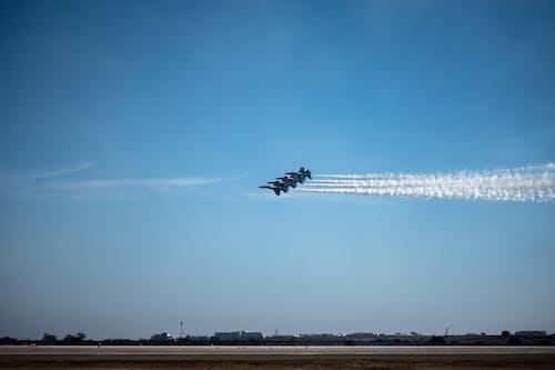 Бесплатное стоковое фото с usmarines, авиашоу, аэроплан, голубые ангелы