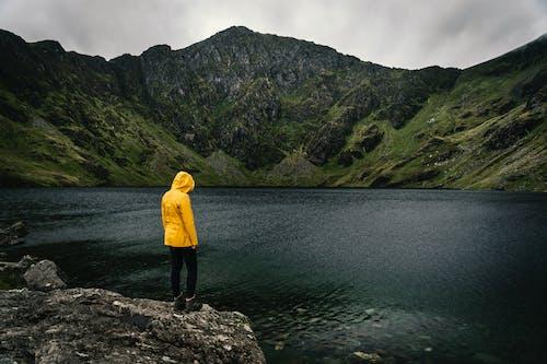Foto d'estoc gratuïta de aventura, caminada, llum del dia, muntanya