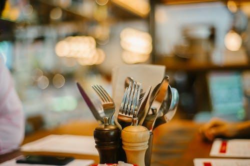 Безкоштовне стокове фото на тему «виделки, кухонний посуд, макрофотографія, посуд»