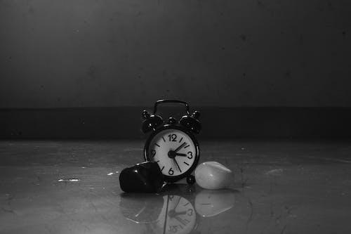 Foto d'estoc gratuïta de blanc, i, negre, temps