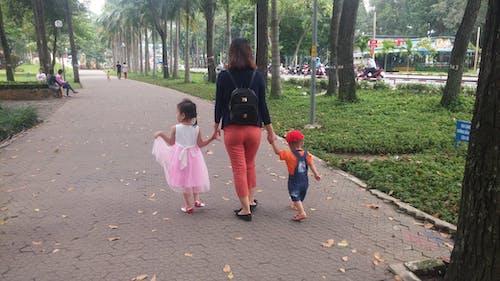 Бесплатное стоковое фото с дети, друзья, люди, мать