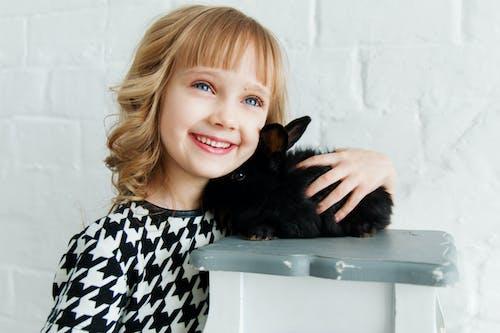 Kostenloses Stock Foto zu attraktiv, bezaubernd, blaue augen, blondes haar