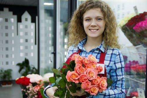 きれいな女性, ナイス, バラの無料の写真素材